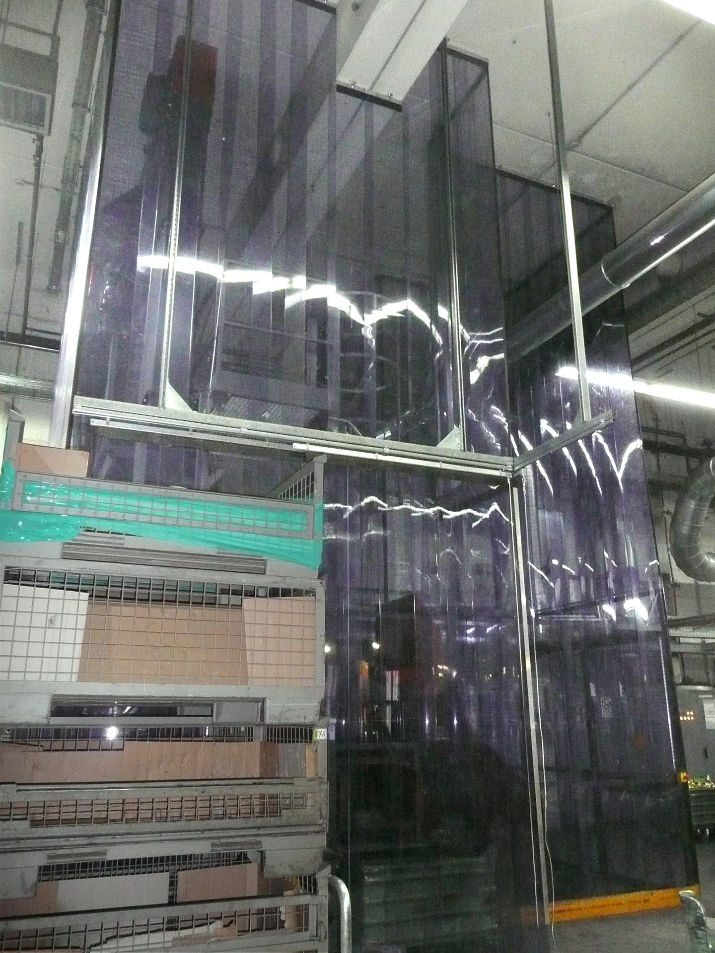 Akustisch wirksamer Streifenvorhang Akustikbaffel