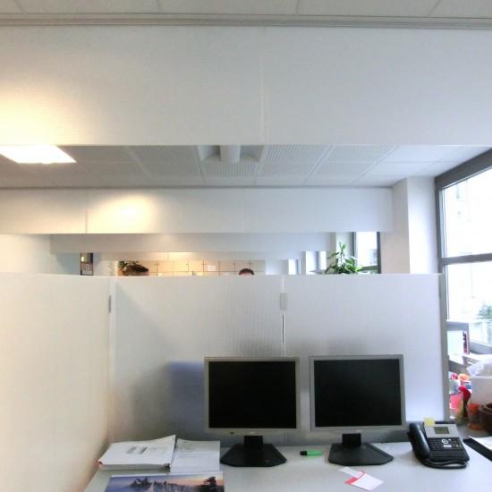 Deckenabsorber in Büros von AkustikKompetenz