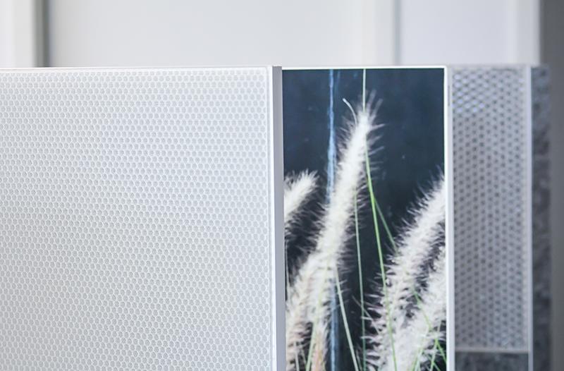 Akustik-Stellwände ermöglichen Agilität der Raumaufteilung, Schutz vor Lärmentwicklung und erhöhten Virenschutz in Büros und Unternehmen.
