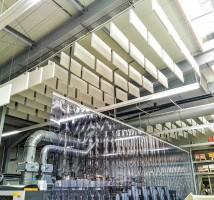 Akustisch wirksamer Streifenvorhang von AkustikKompetenz